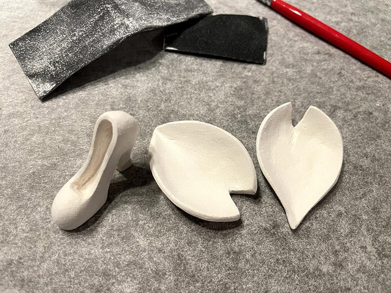 石粉粘土で作る桜の花びらとパンプス